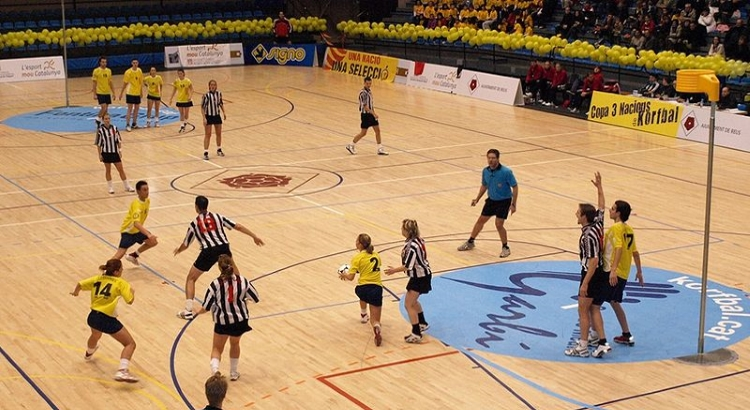 Korfbal game (image by Joan Garcia Wikimedia Commons)