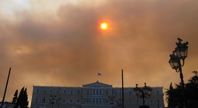 Air pollution Smoke over Sintagma square in Athens Greece (Юкатан, WCC)